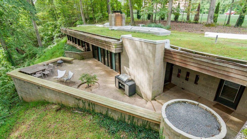 39 70s bunker like house is actually a dream verde y casas for Idealista puertas verdes