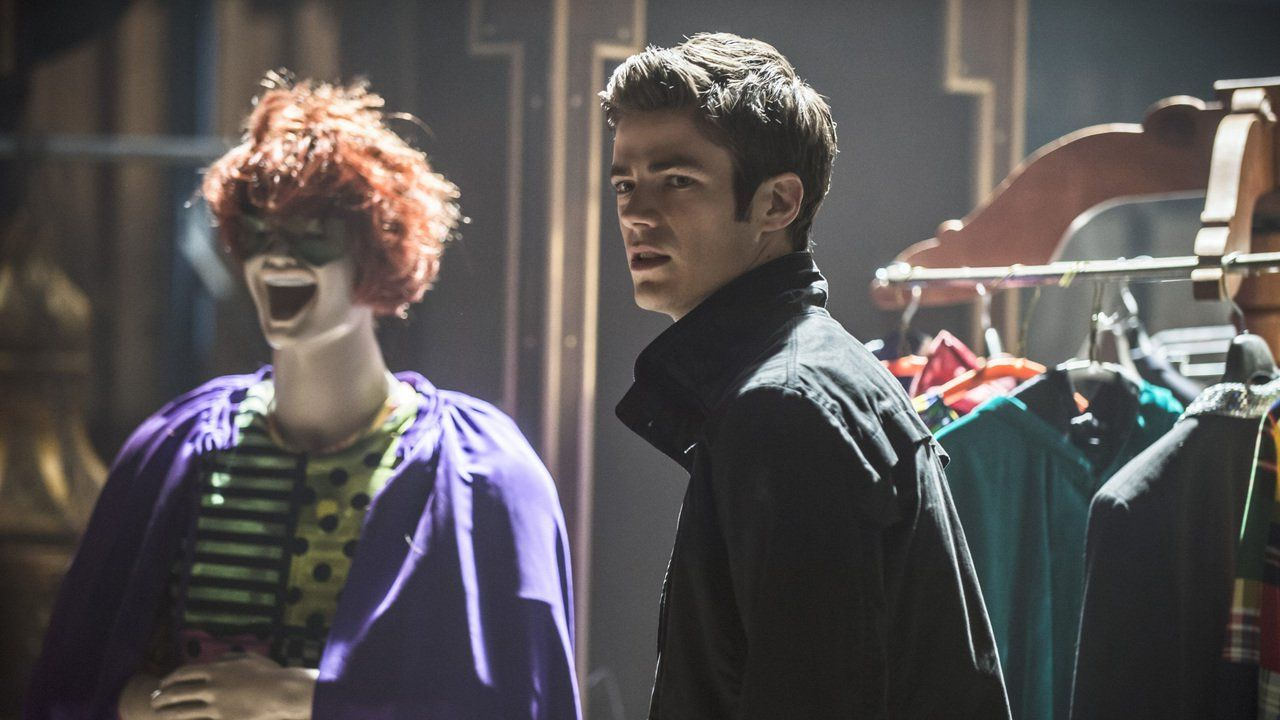 The Flash Season 1 Episode 17  : Tricksters. Storyline : When a villain calling himself the Trickster runs rampant in Central City, Joe and Barry go to Iron Heights to talk with the original Trickster.