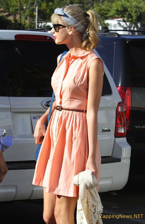 Taylor Swift, street style. Love everything about it,