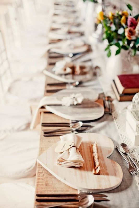 Wooden heart underplates | Trou Idees* | Wedding place ...
