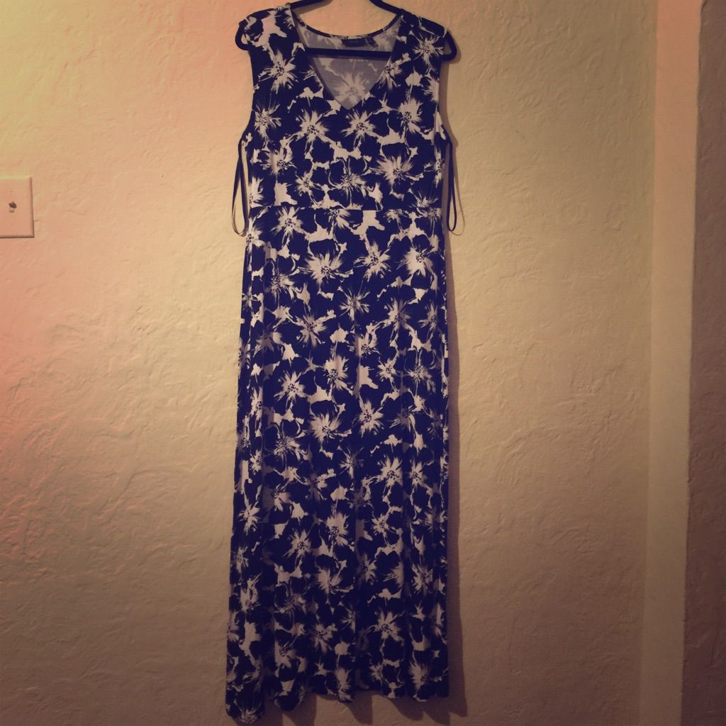 Apt black and white floral maxi dress products
