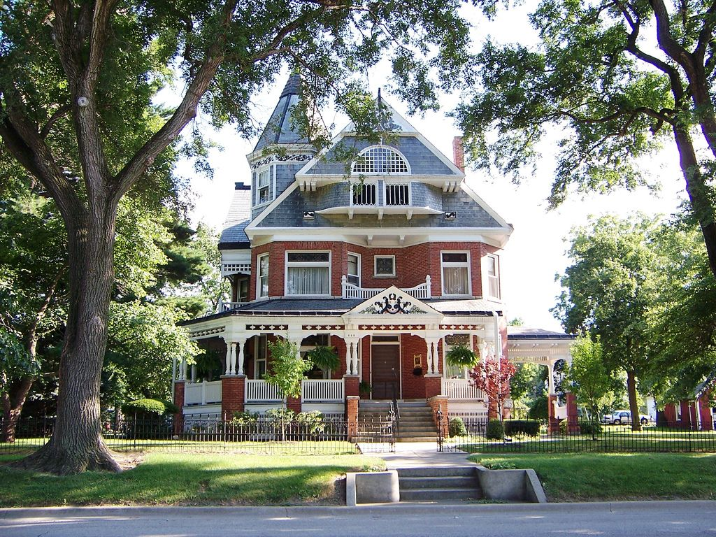 Paxton Il Brick Victorian House Victorian Homes Victorian Style Homes Classic House