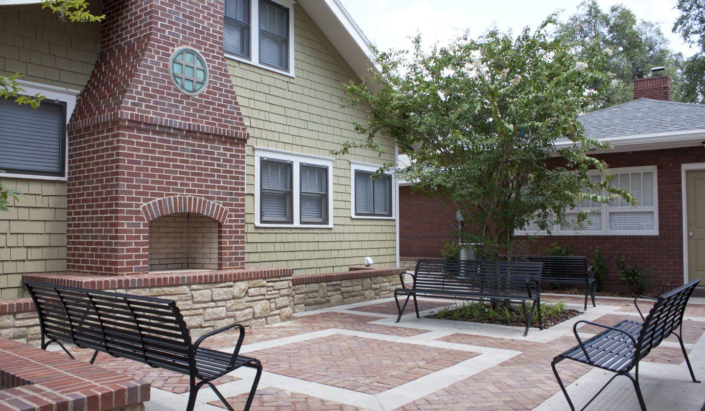 Courtyard at Ashton Lane II Luxury Apartments in