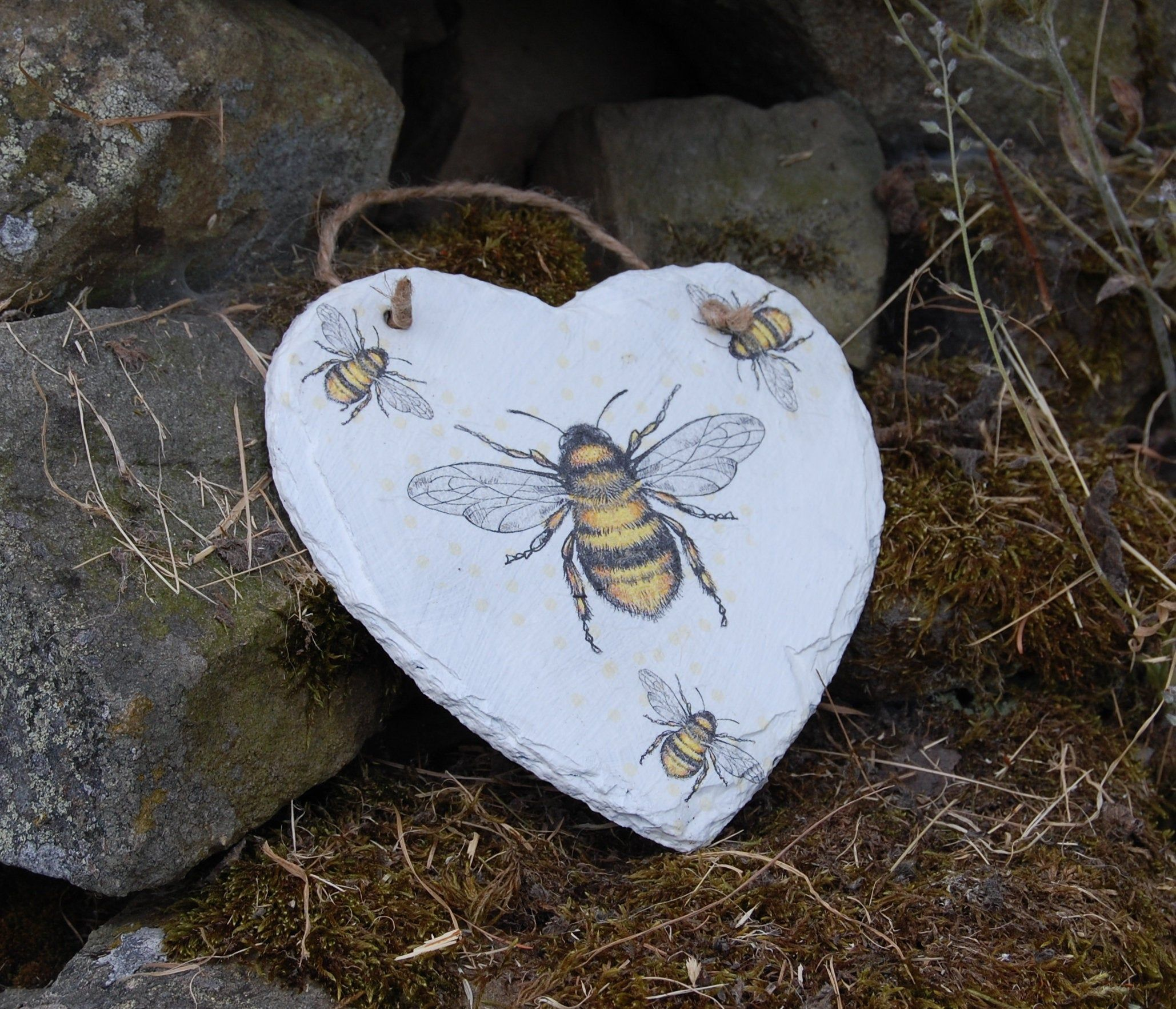 Cute Bumble Bee Modern Garden Sculpture Ornament Outdoor Animal Lovers Gift