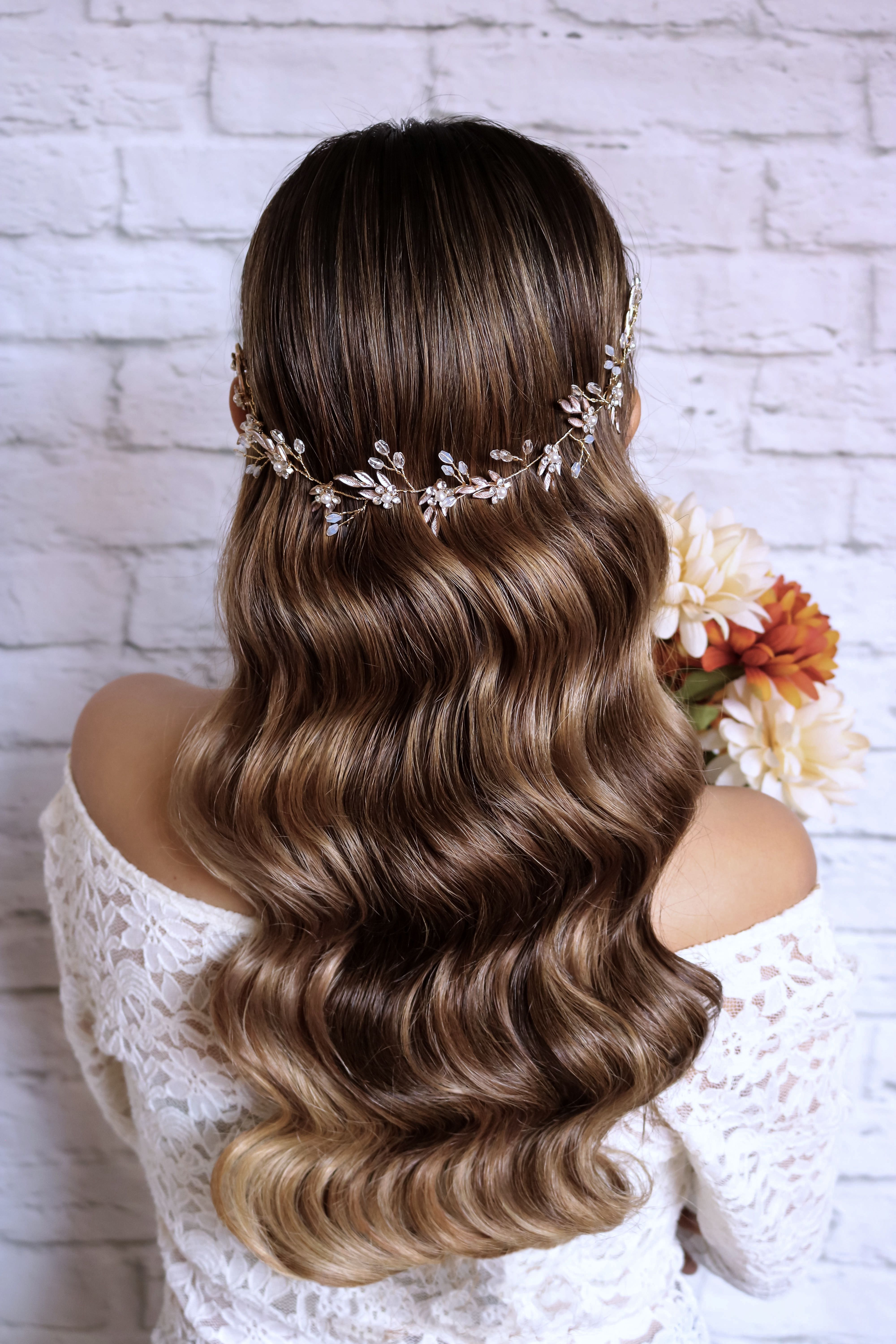 Wavy Wedding Hairstyle For The Romantic Bride Wedding Hair Inspiration Long Hair Styles Hair Styles