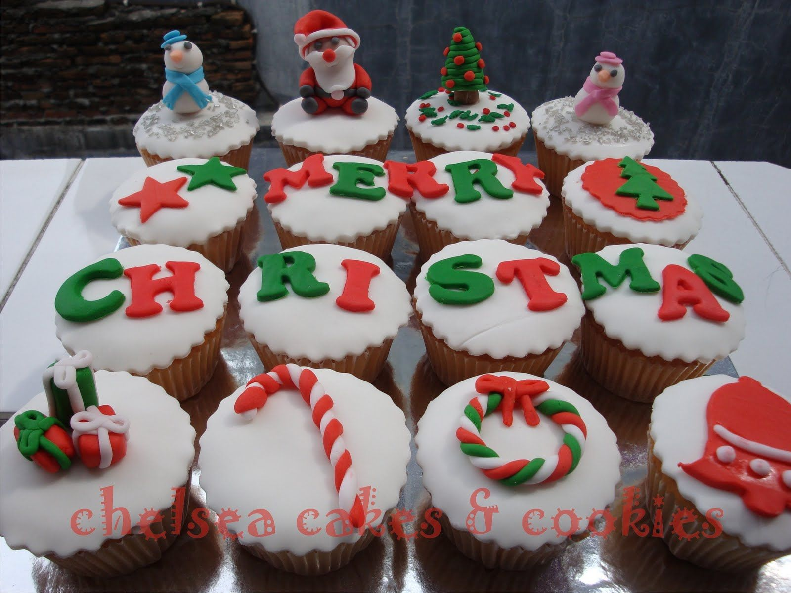 Exceptional Holiday Cupcakes Decorating Ideas Part - 8: Only Few People Thinking About The Holiday Table Decorating Ideas Christmas  And Also The Christmas Cake