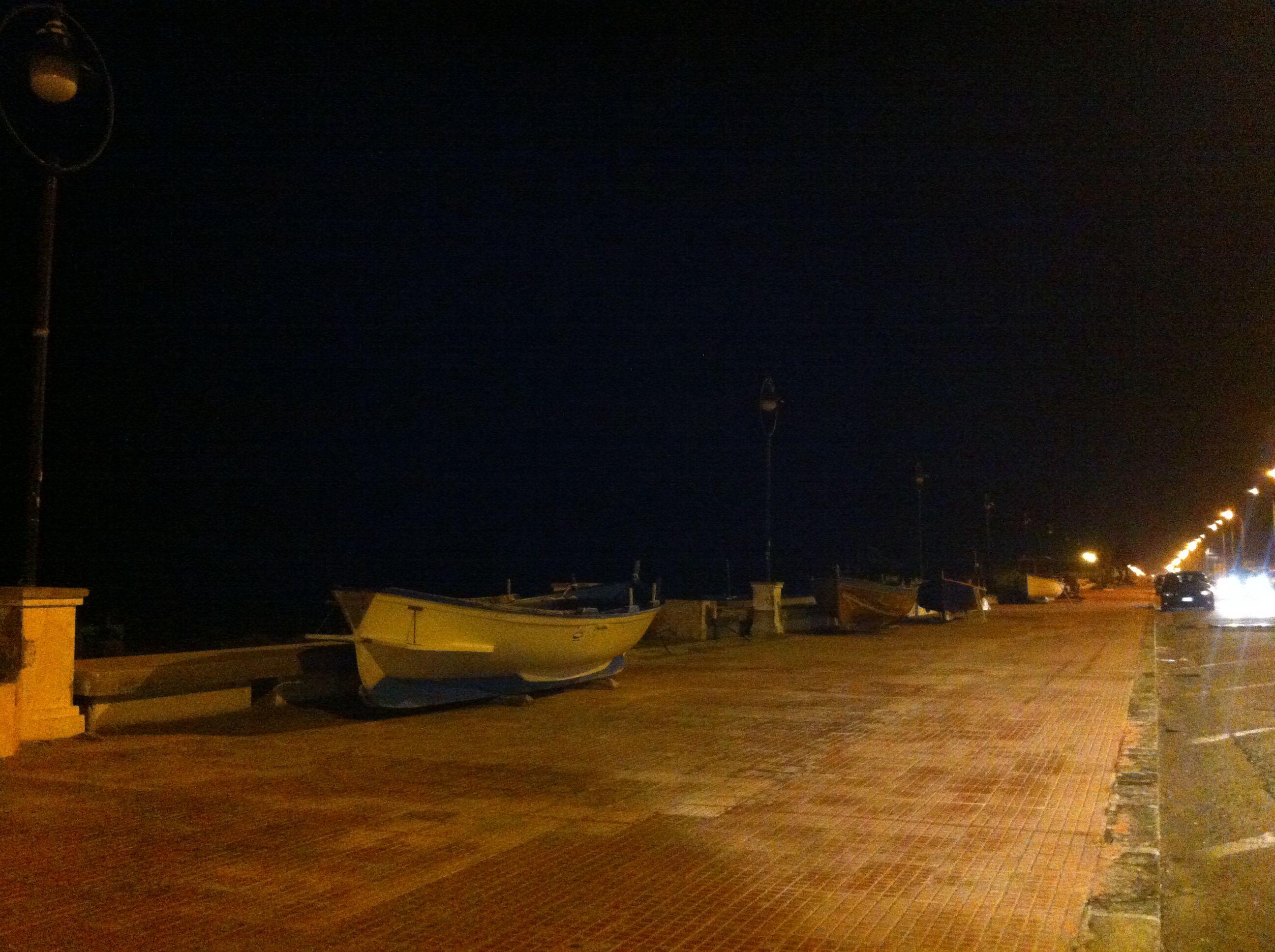 Barche o' sciuttu sul lungomare di #Locri
