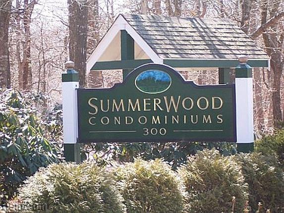 Summerwood Condominiums 300 Falmouth Road Mashpee Ma 02649 Rent Com Condominium Renting A House Beautiful Homes
