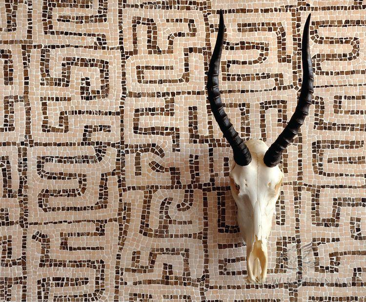 Kuba, a hand chopped tumbled natural stone mosaic, is shown in hand chopped tumbled Rosa Portagallo and Emperador Dark.