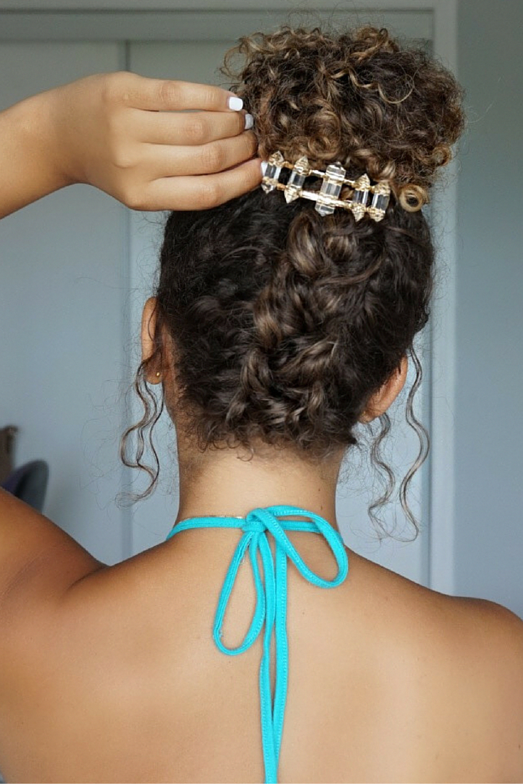 Curly hairstyles, natural hair. summer hairstyles. braided bun. messy bun. hair accessori ...