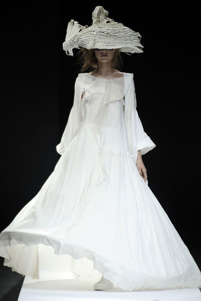 Yohji Yamamoto Spring 2009 Ready-to-Wear Fashion Show - Daiane Conterato
