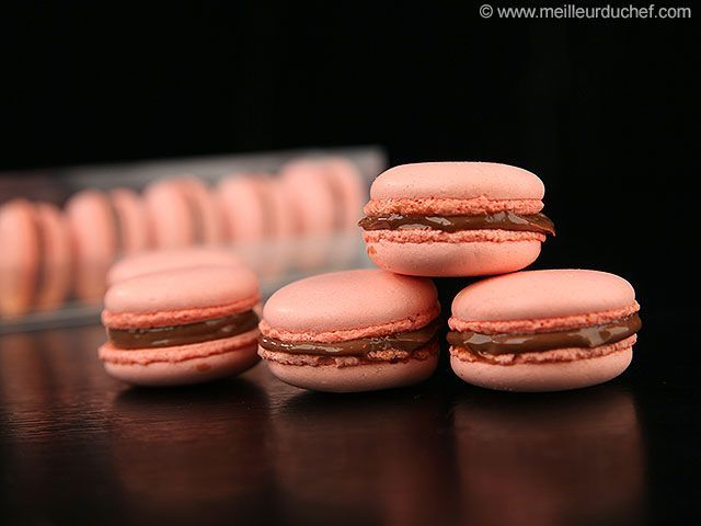 Macarons framboise fourrés chocolat - Macarons & Macaroons -