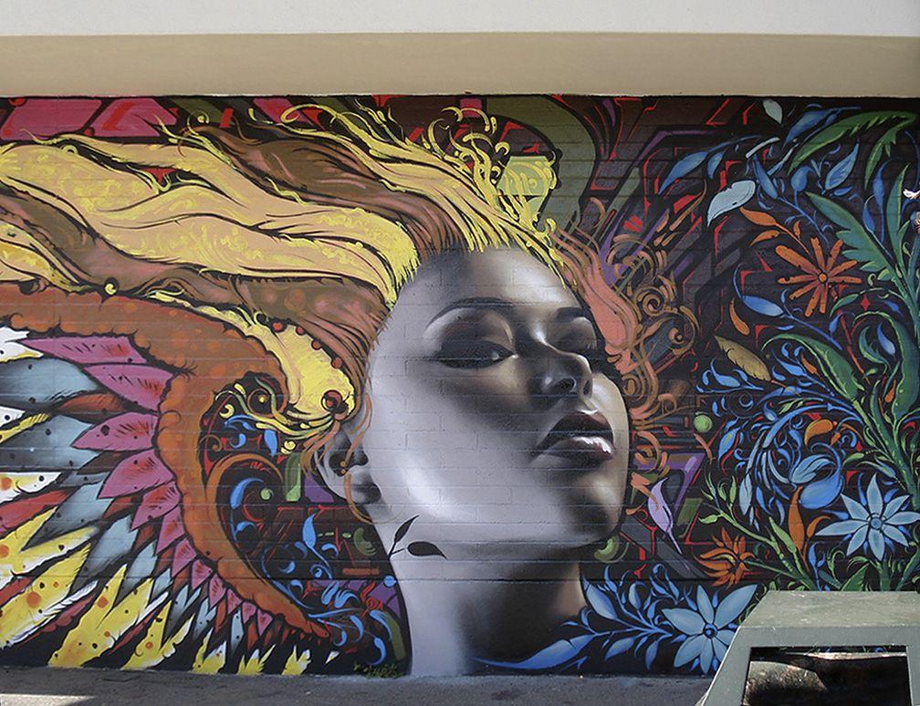 El Mac, background by Reyes