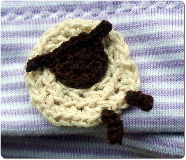 Crocheted sheep applique by Ursula@Cutelicious, via Flickr