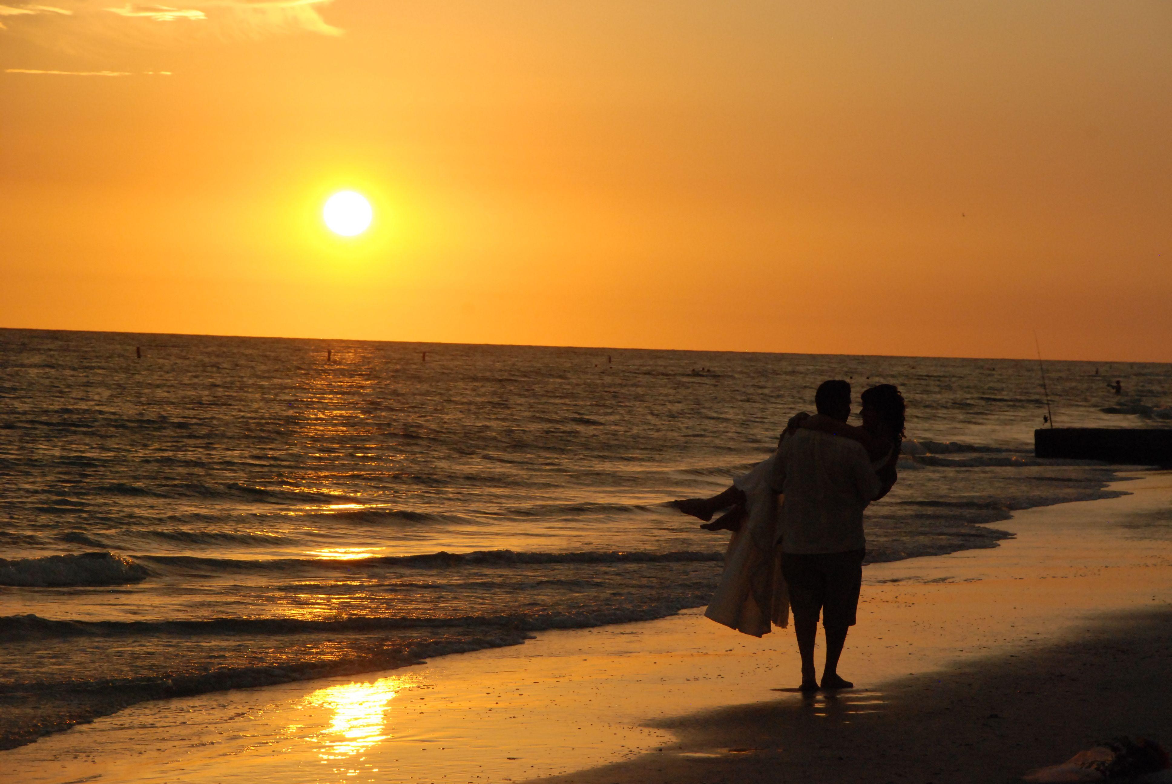 Sunset Beach Couple Wallpaperia Com Sunset Beach Weddings