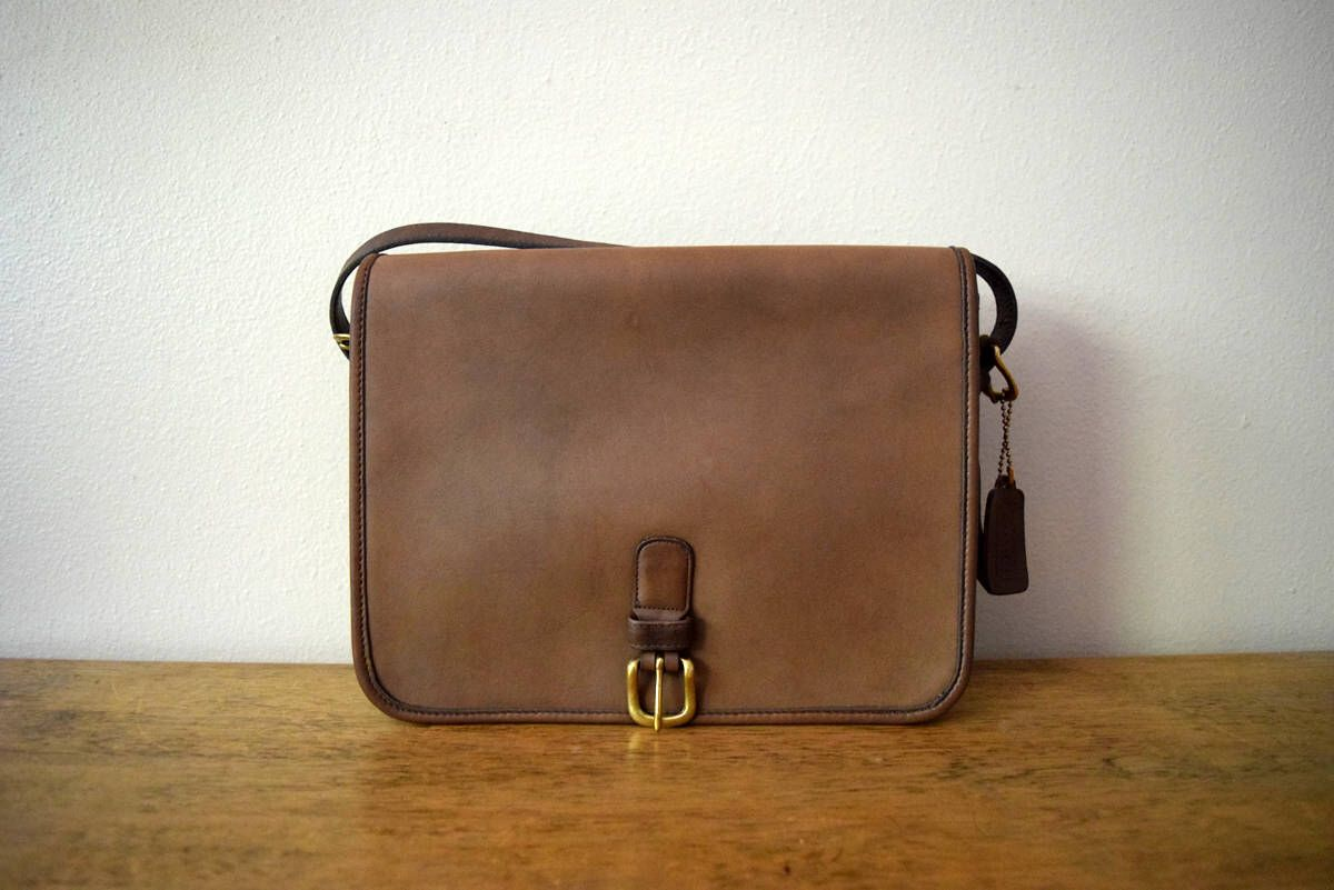 Vintage Coach Saddle Pouch Large 9585 Taupe Putty Brown Crossbody Belted  Buckle Bag NYC New York 4ee83d5279680