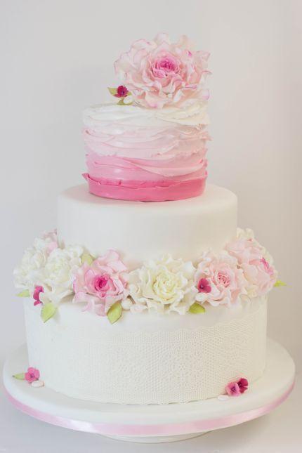 Aufwendig Gestaltete Hochzeitstorte In Weiss Rosa Mit Etwas Pink Von