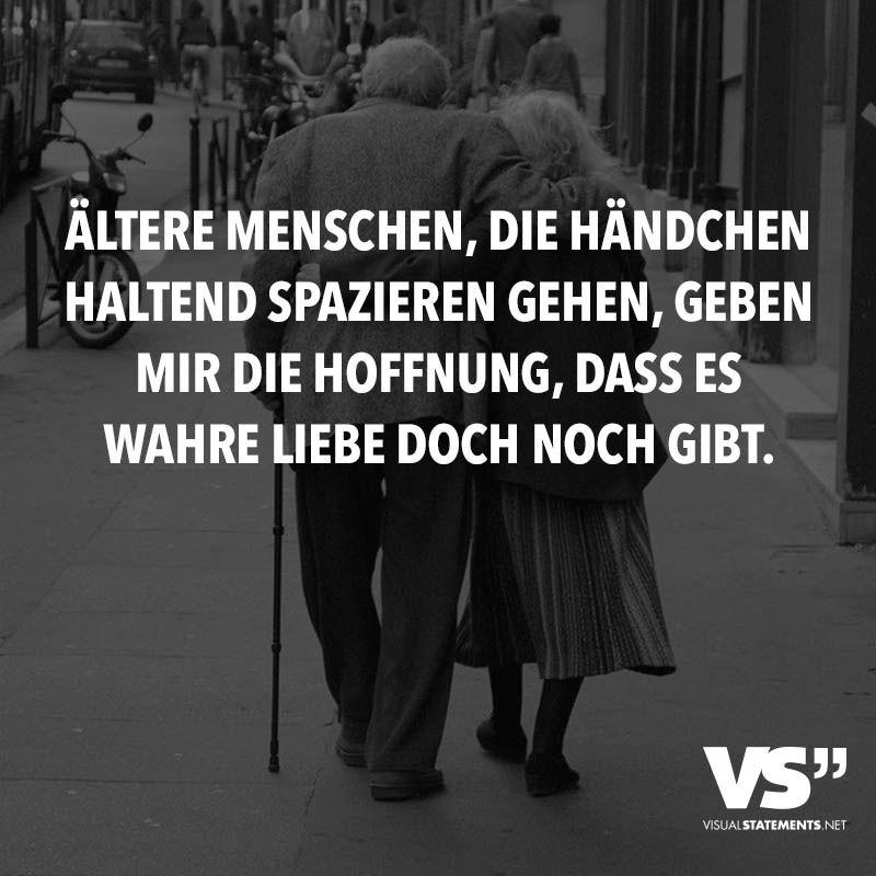 alte menschen sprüche Ältere Menschen, die Händchen haltend spazieren gehen, geben mir  alte menschen sprüche