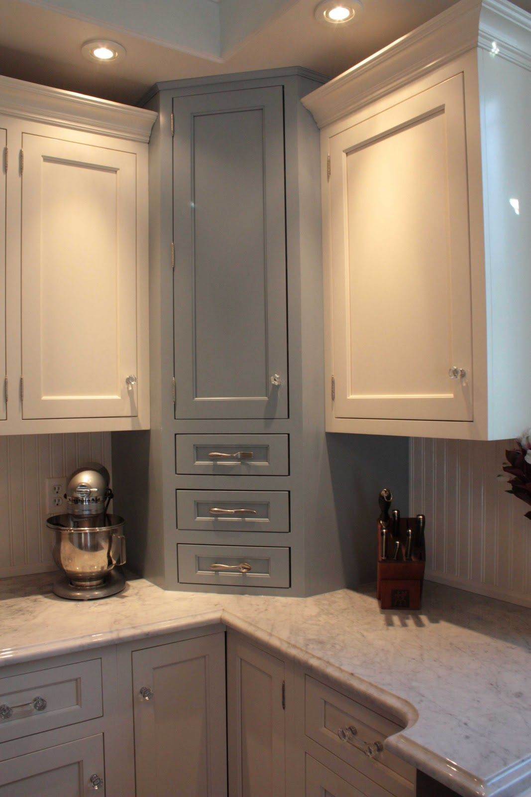 Saucyu0027s Sprinkles (bloggedy Blog Blog): The Tour  White Shaker Cabinets  With Grey