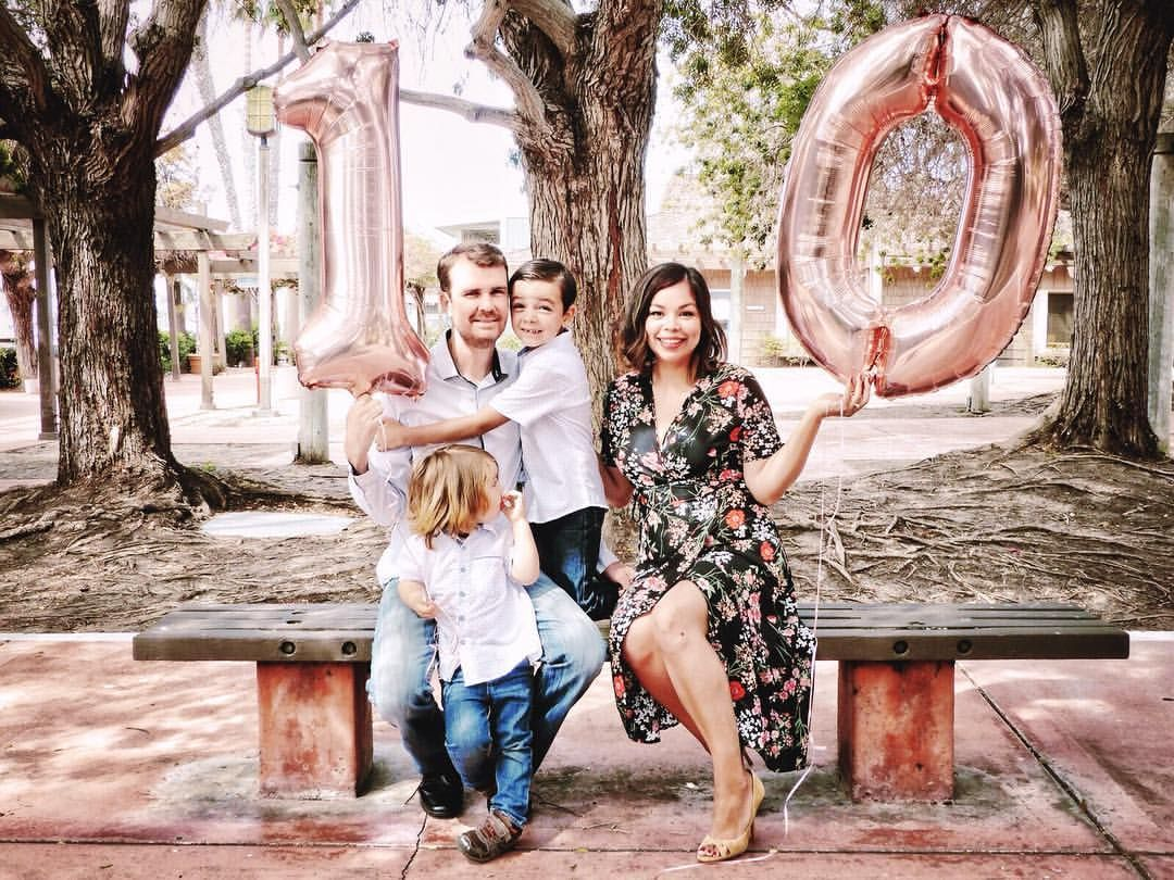 Family Photos Wedding Anniversary 10 Year Anniversary Number Balloon Balloons Wrap Dre Anniversary Photoshoot Wedding Anniversary Photos Anniversary Photos