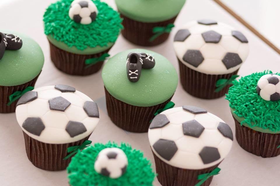 Resultado de imagem para docinhos e cupcakes festa de futebol ... a2e56c40c5684