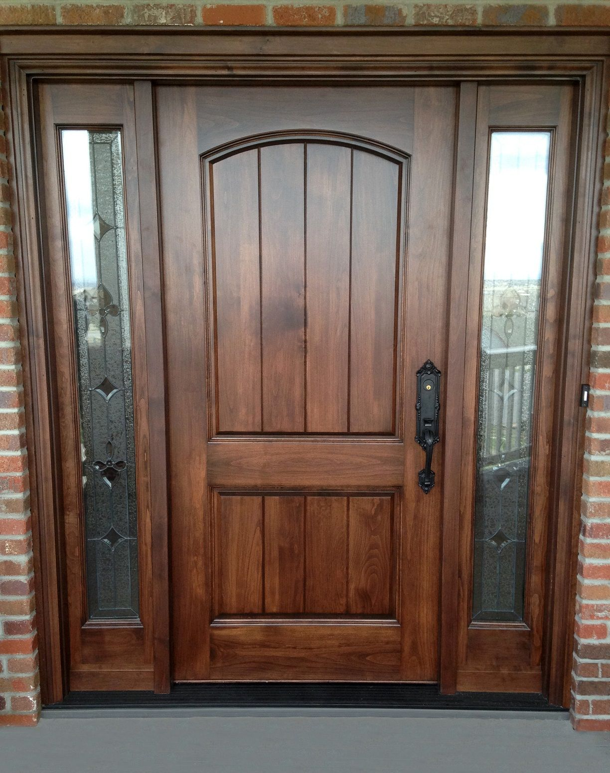 Leaded Glass Sidelights Add A Distinctive Flair To This Select Alder Door Unit With Arched Top Rail And Raised Panels V Groove Home Entry Doors
