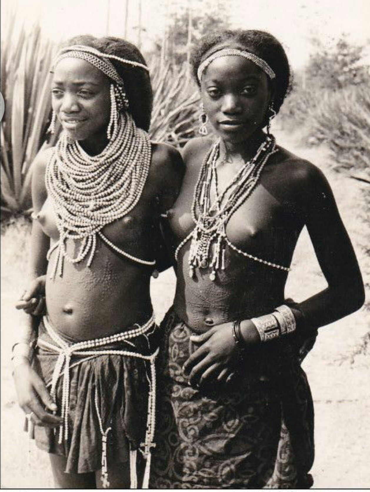 umbundu girls, angola 1920's | angola, luanda | native girls
