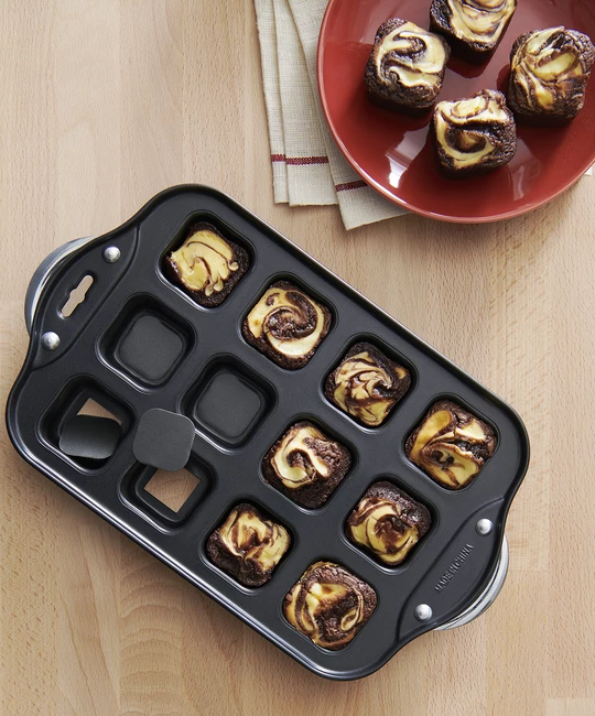 Brownie Pan With Pop Out Bottoms With Images Brownie Pan