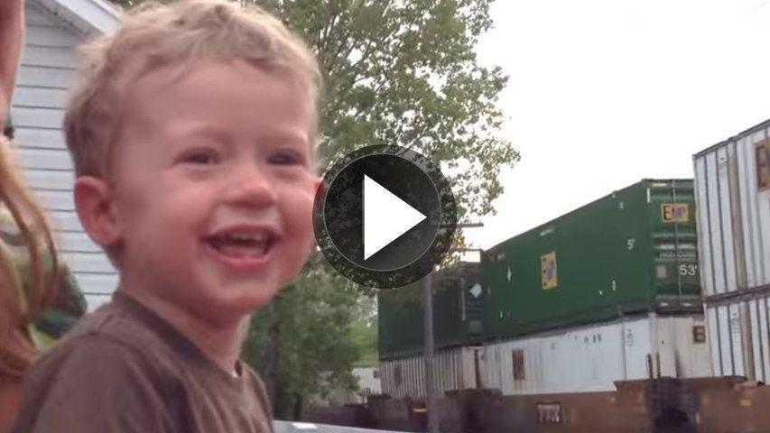 Vídeo de un niño que descubre en qué trabaja su padre
