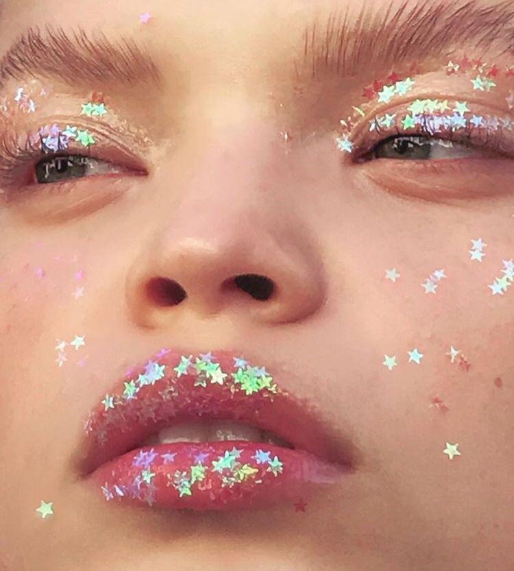 15 Maquillajes con estrellas para crear tu propia constelación