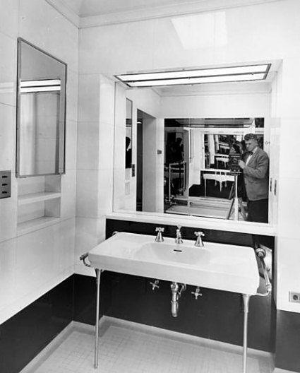 Jackie S White House Bathroom 1952 Photo From Truman Renovation By Abbey Rowe Www Pinkpillbox Com House Bathroom White House Bedroom White House