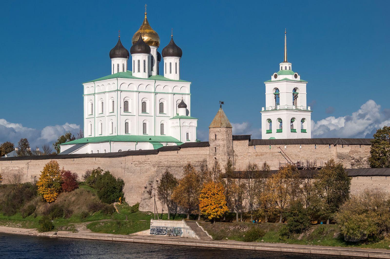 картинки псковского собора дамы чулках расставляют
