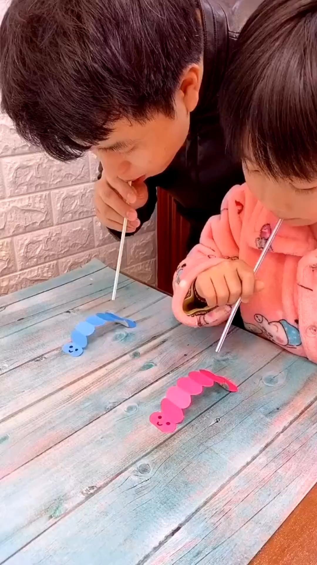 Photo of Basteln Idee für Kinder. Bastelt euch kleine Raupen und……….