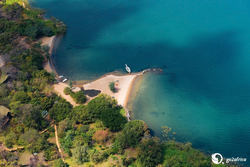 Pumalani Lake Lodge is designed to be modern and spacious and is set on the lush hills above beautiful Lake Malawi, which is dotted with sandy beaches.