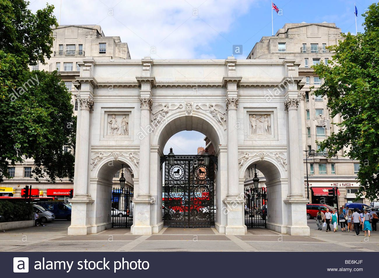 Marble Arch Monument Made Of White Carrara Marble In Hyde Park London England Marble Arch Arch Hyde Park