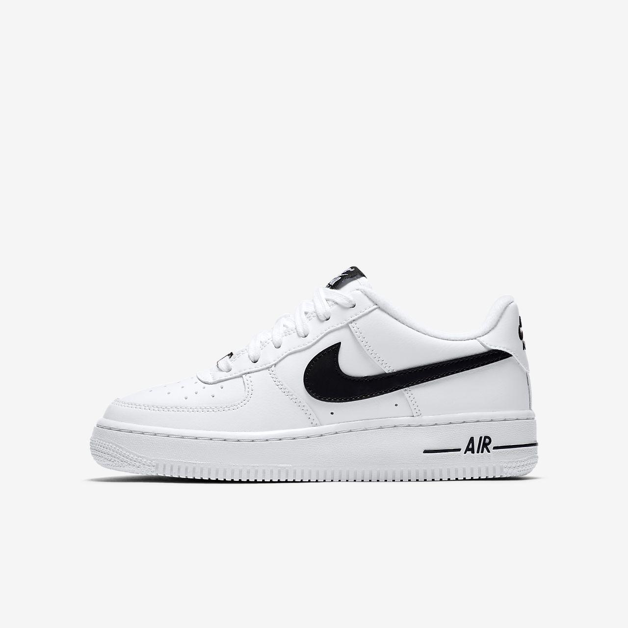 Nike Air Force 1 Older Kids' Shoe. Nike