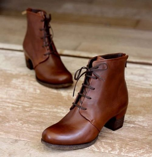 Leather ankle boots in neutral tones