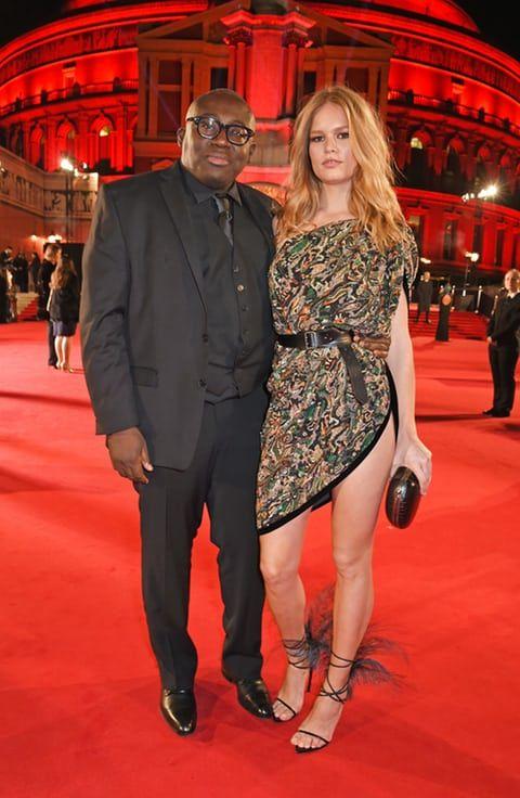 8a6bdc909 Edward Enninful (L) ja Anna Ewers osalevad The Fashion Awards 2017 koostöös  Swarovski kuningliku Albert Halliga