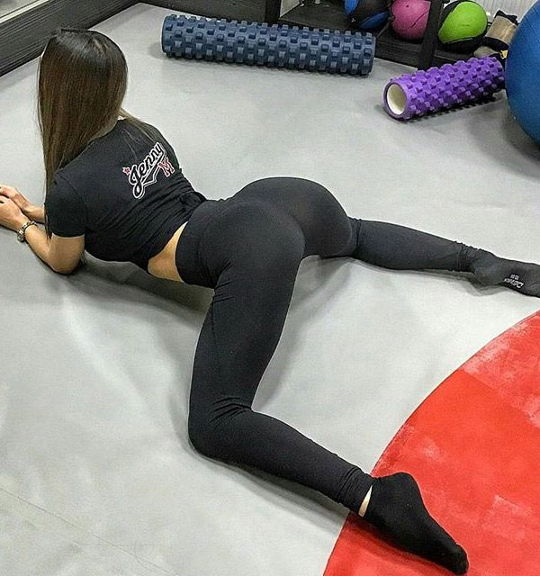 Now That's A Great Pose : Girls In Yoga Pants