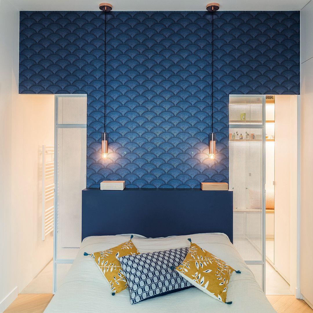 Papier peint petits points bleus - Feather fan   Papier peint • Bleu en 2019   Papier peint bleu ...