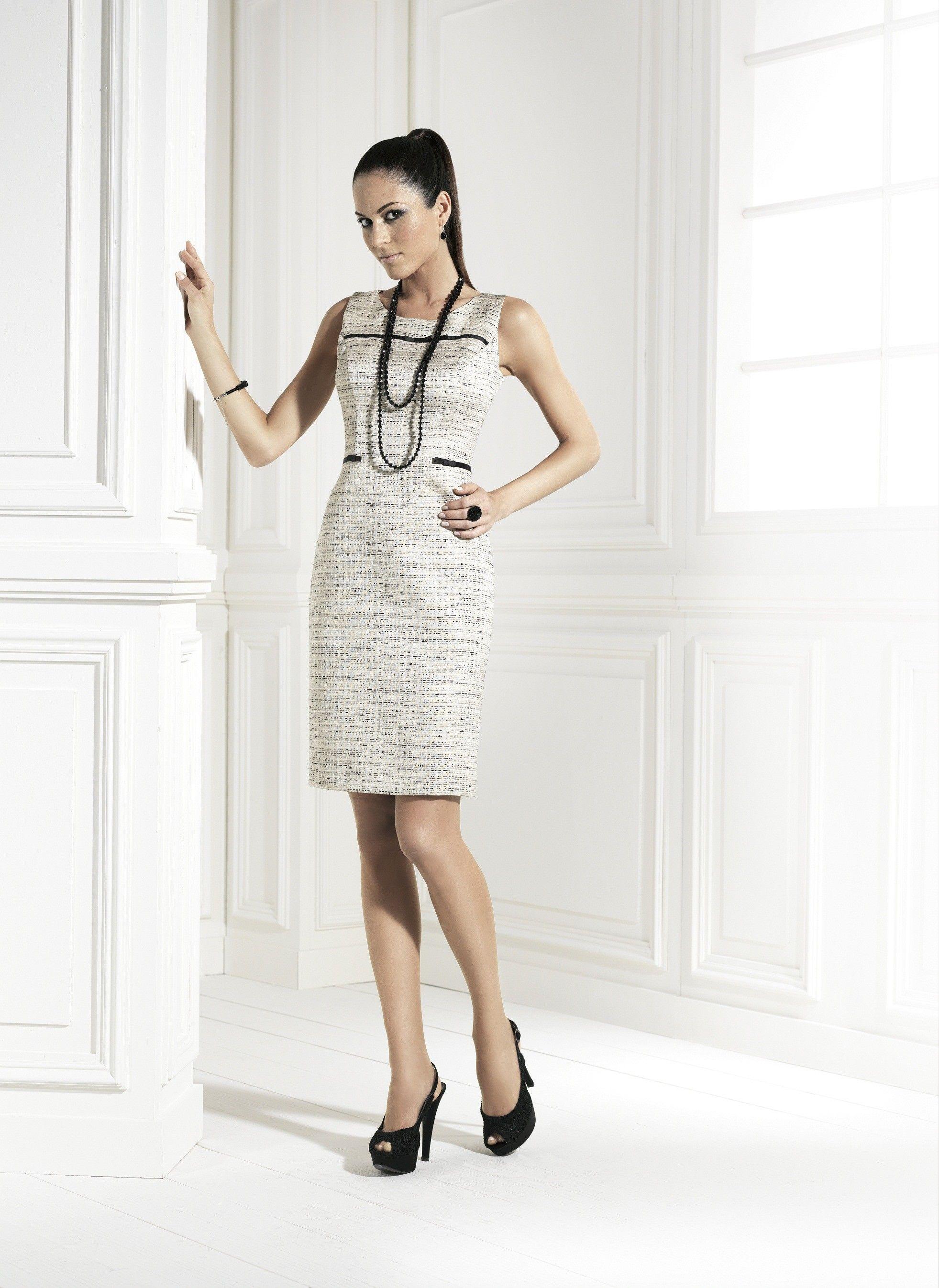 a4f522328 Vestido corto con chaqueta estilo Chanel. Perfecto para una boda, madrina  de boda, y fiestas.
