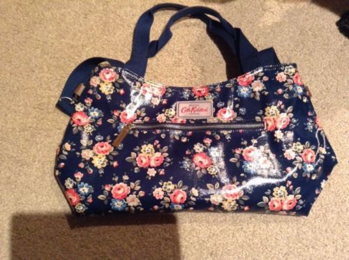 Cath Kidston Zipped Handbag w detachable strap Latimer Rose Navy BNWT https://t.co/gQKrqOvEFY https://t.co/2Qybw5YsLP