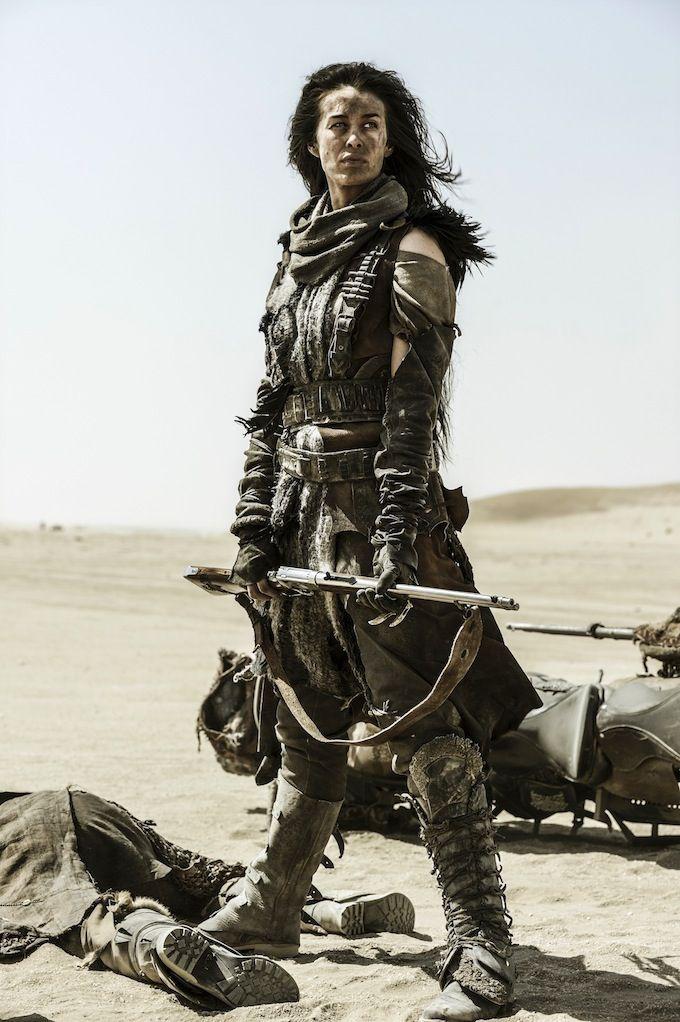 Rivaliteit onder de clans is doodnormaal. Deze vrouw behoort ongetwijfeld tot de overwinnaars van dit gevecht.