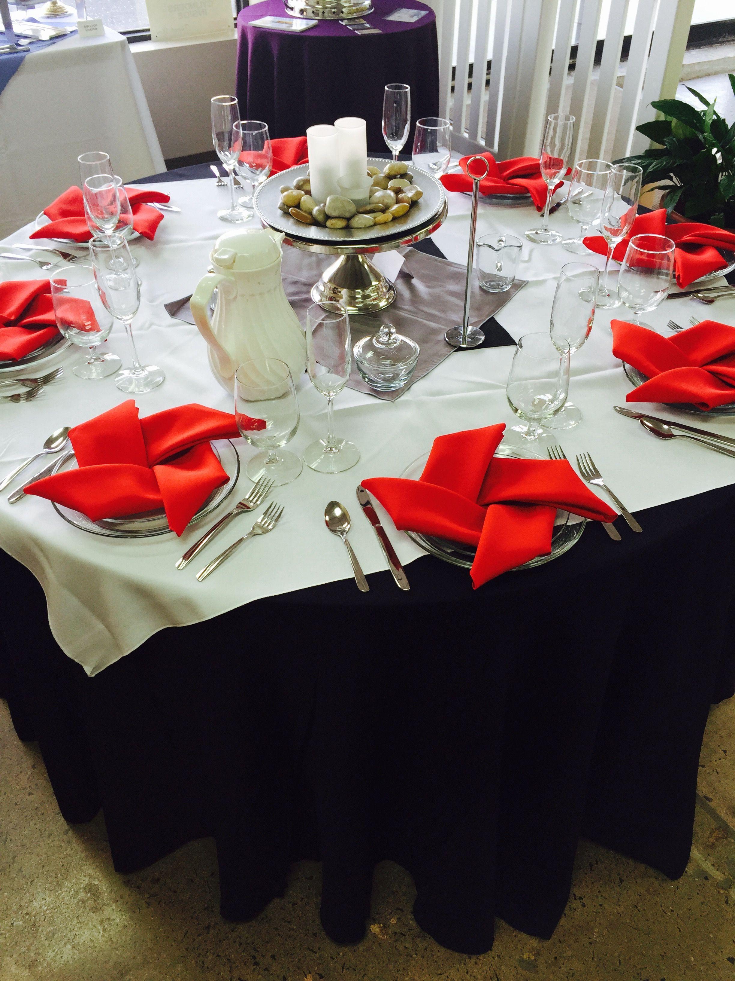 5 round table with pinwheel napkins taylor rental