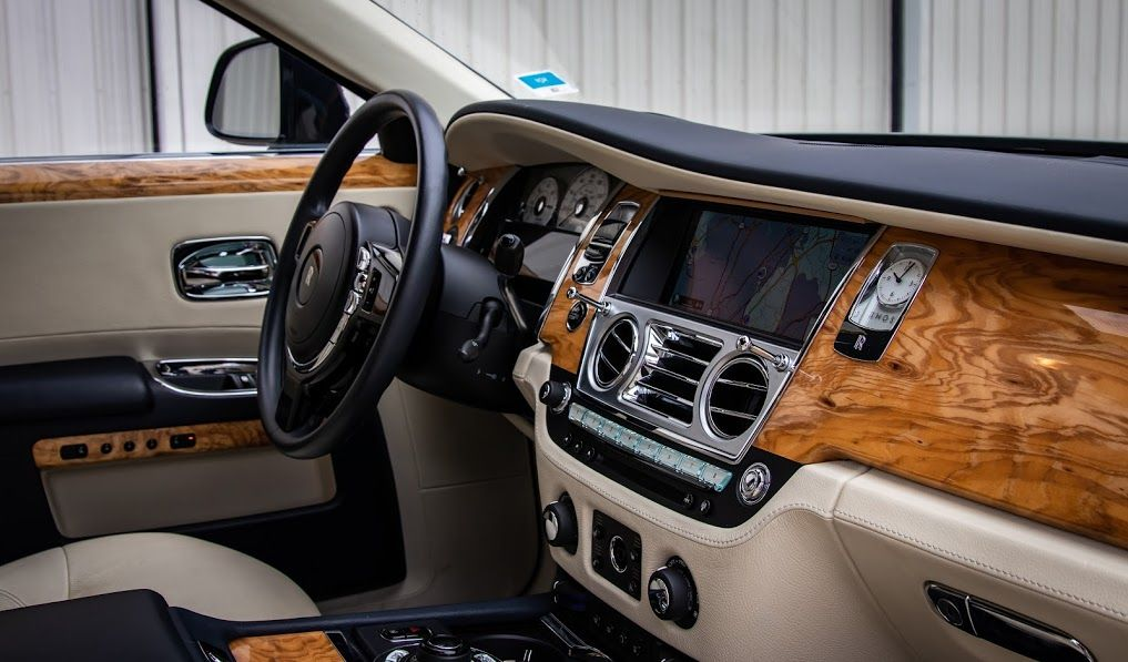 Are You Searching For Rent Rolls Royce In Atlanta Then You Can Rent The World S Most Elite Dream Car Rolls Royce With Milan Luxury Car Rental Car Rental Luxury Cars