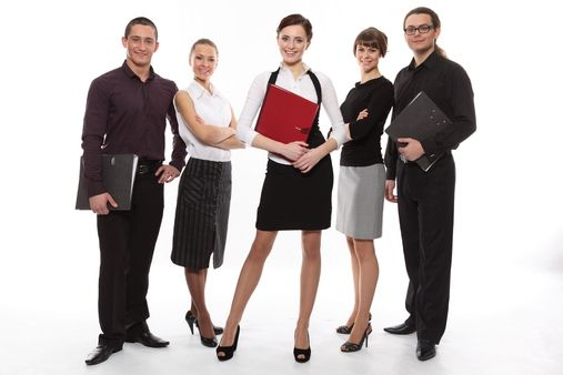 Modelitos para mulheres e homens também, foto bem elaborada mostrando este estilo perfeito para quem trabalha em escritório ou grandes companhias, é também muito usado por mulheres que trabalham como secretárias.