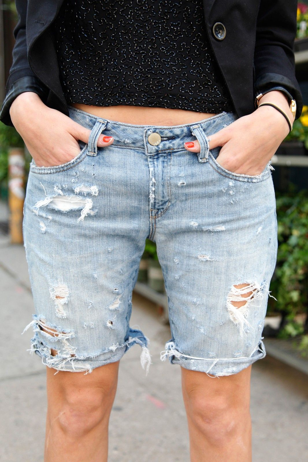 Craft Your Own Effortlessly in 2020 | Diy distressed jeans ...