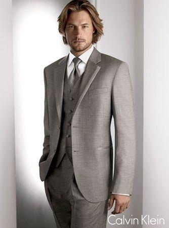 Trajes de novio para una boda con estilo clásico  Chaqué en color gris  Calvin Klein 9d9aef164c22