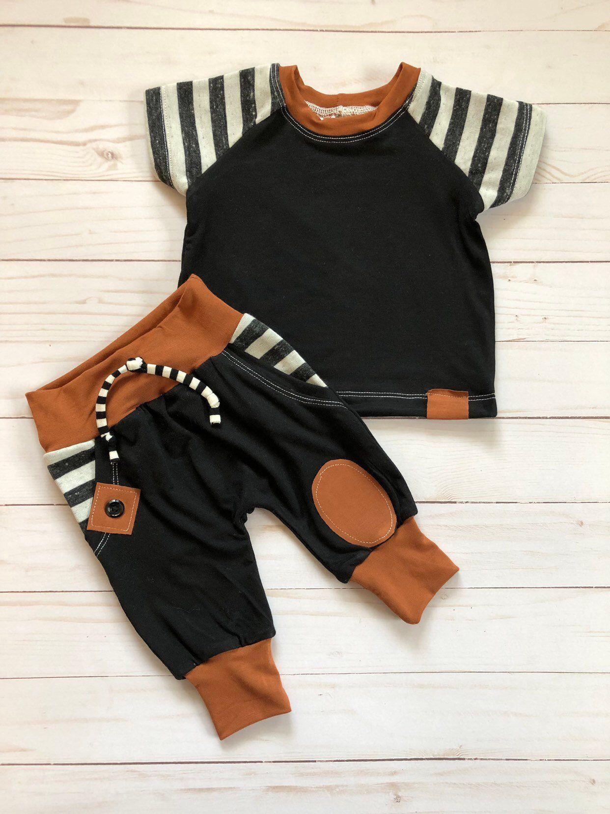 Photo of Gestreiftes 2-teiliges Baby-Outfit mit Kunsttaschen, 0-3 Monate versandfertig, a…