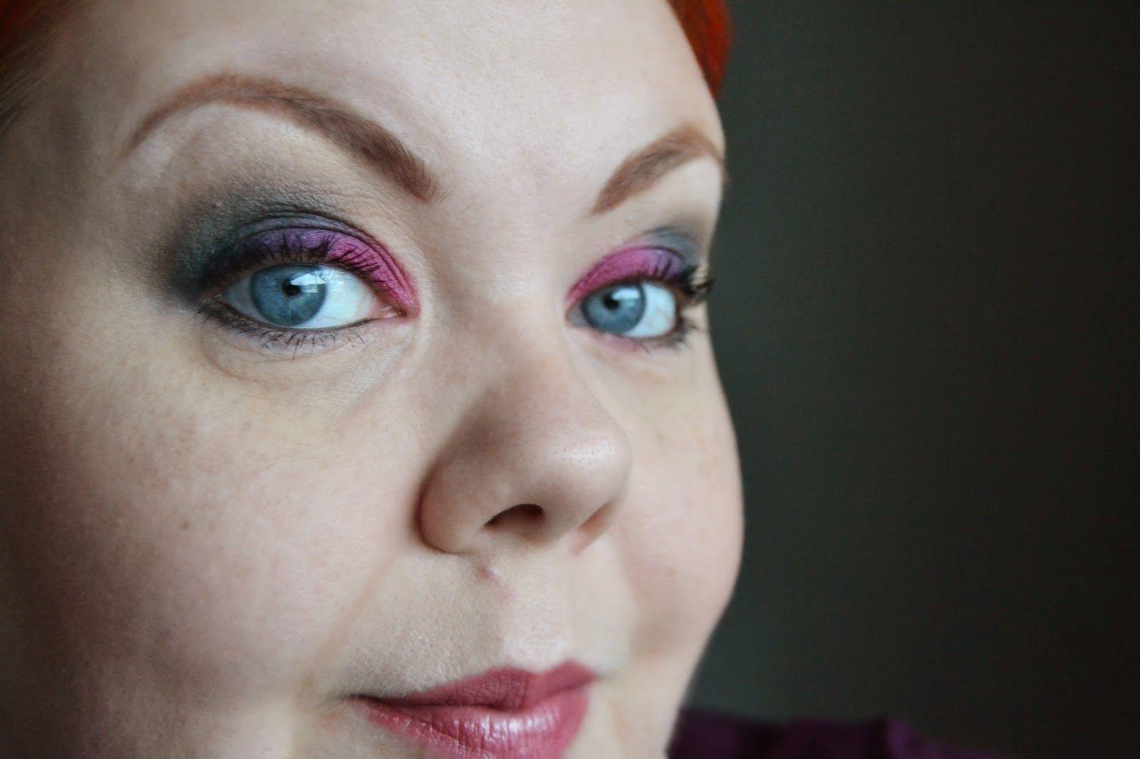 Nonnula -bloggaaja loihti värikkään silmämeikin Avon-tuotteilla: Avon Luxe luomivärit Ravishing Ruby, Mega Effects rajaustussi, Big & Daring ripsiväri. | #AvonMakeup